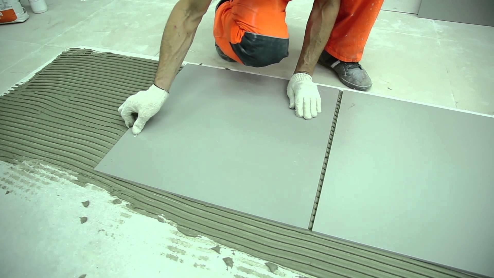 Прежде чем положить пвх-материал, ему нужно дать возможность акклиматизироваться в течение суток в помещении, где планируется ремонт.
