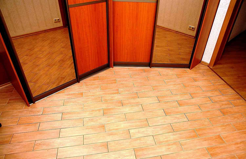 Дизайн пола в коридоре из плитки
